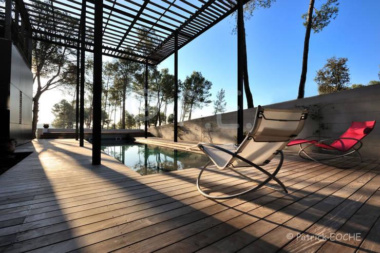 Architecture maisons: Piscines  de style  par patrick eoche Photographie d'architecture
