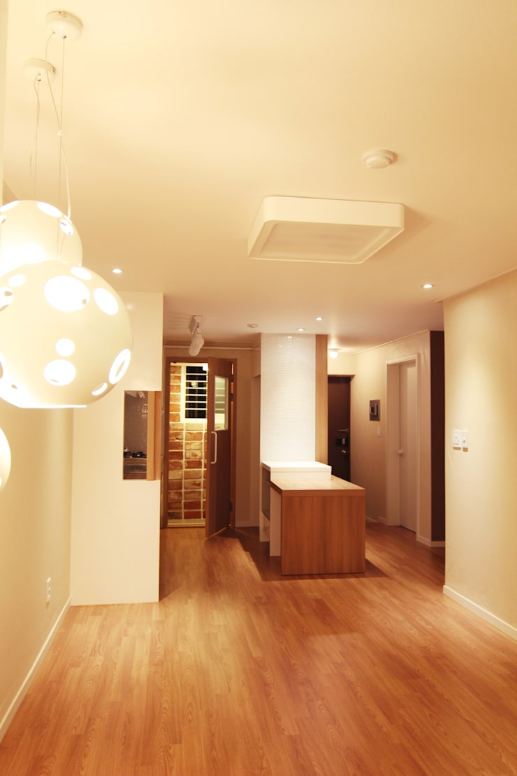 싱글 여성의 아파트 인테리어: Light&Salt Design의