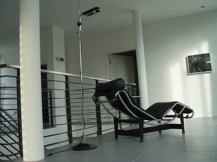 Galerie im Obergeschoss:  Wohnzimmer von homify