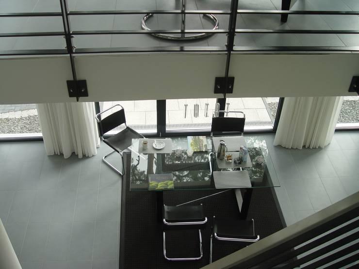 Blick ins Erdgeschoss:  Wohnzimmer von homify