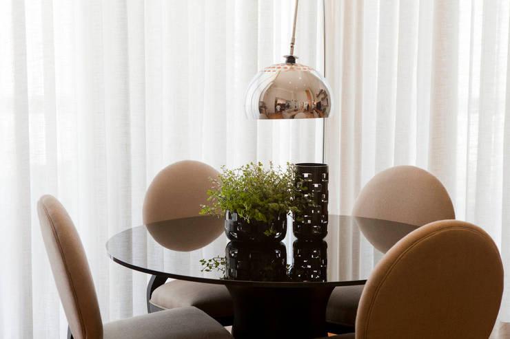Apartamento Vila Nova Conceição : Salas de jantar  por Asenne Arquitetura