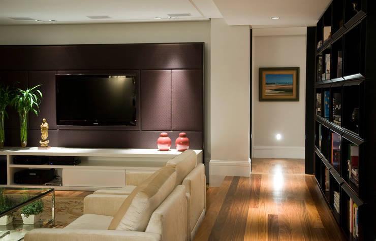 Apartamento Real Parque: Salas de estar  por Asenne Arquitetura,Moderno