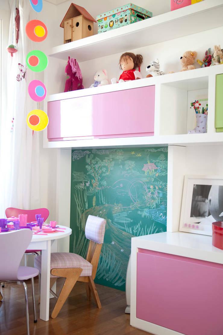Quarto menina: Quarto de crianças  por Asenne Arquitetura