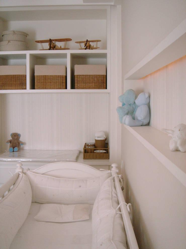Nursery/kid's room by Asenne Arquitetura,