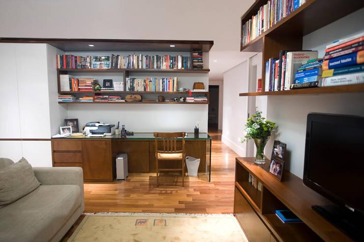 Apartamento Real Parque: Escritórios  por Asenne Arquitetura,Moderno