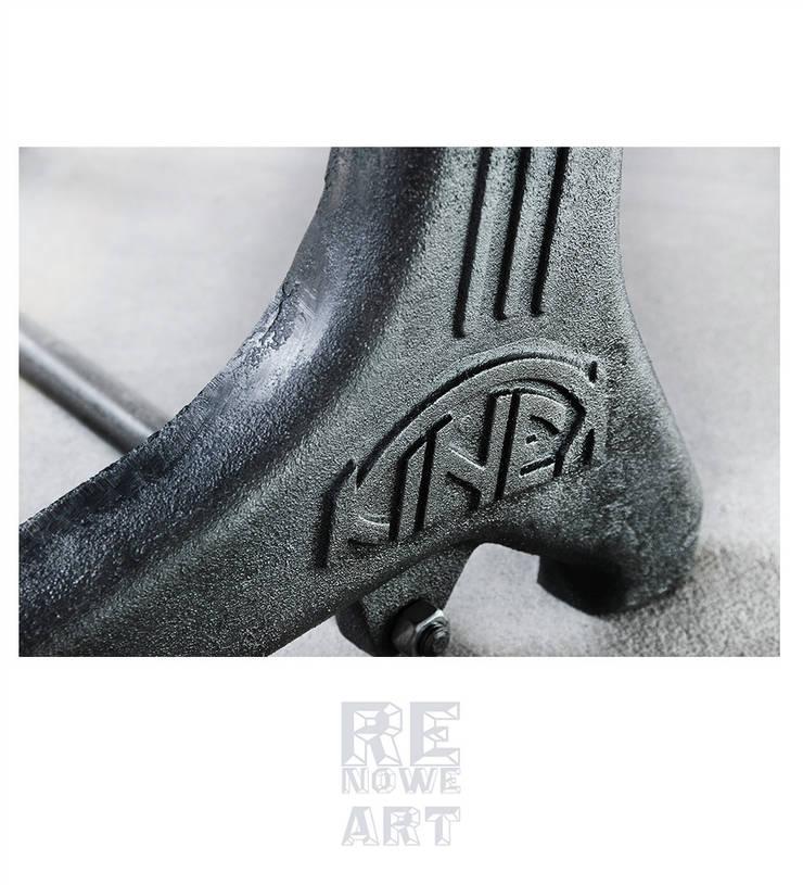 https://www.mybaze.com/pl/product/514413/biurko-z-blatem-z-czarnego-dębu: styl , w kategorii Domowe biuro i gabinet zaprojektowany przez ReNowe Art