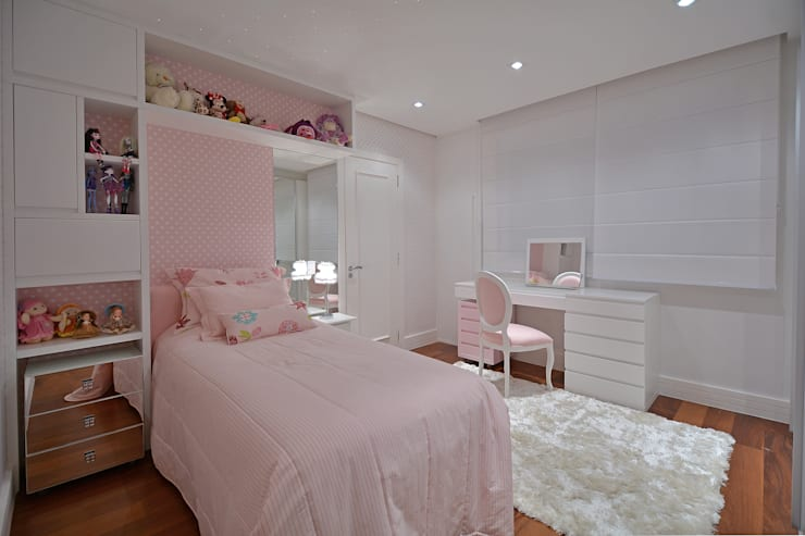 Dormitório menina: Quarto infantil  por Stúdio Márcio Verza
