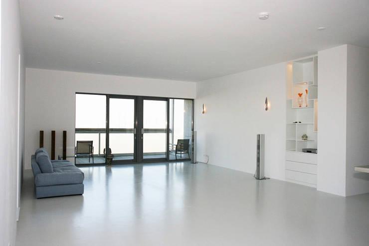 Muren verven woonkamer dmv airless latex spuitwerk: modern  door WandenPlafondSpuiten.nl | latex spuiten | spack spuiten | stucwerk, Modern