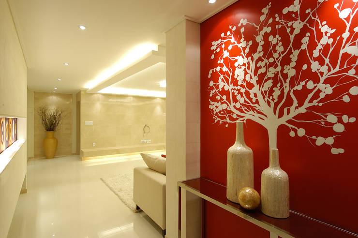 A Apartment: Yunhee Choeが手掛けた廊下 & 玄関です。