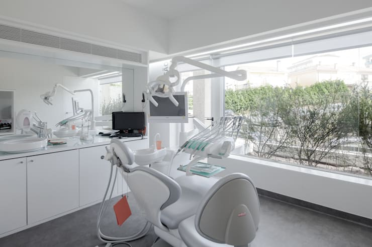 Dental Clinic: Clínicas  por PAULO MERLINI ARCHITECTS