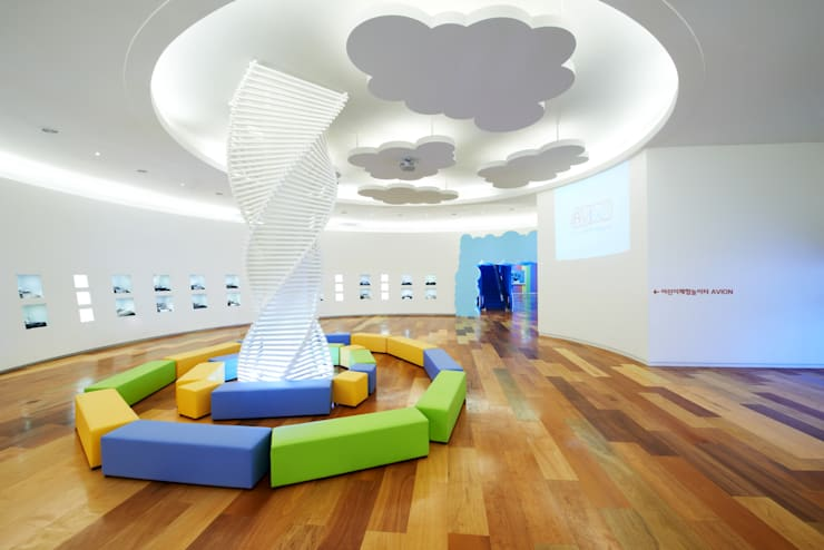 '구름위의 마을'이라는 상상의 공간: Design m4의  상업 공간