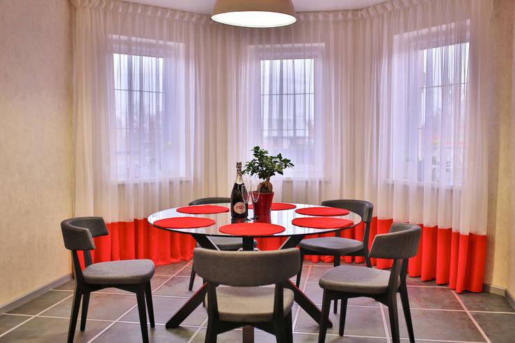 столовая с красным: Столовые комнаты в . Автор – Design Studio Irina Tsimbalist,