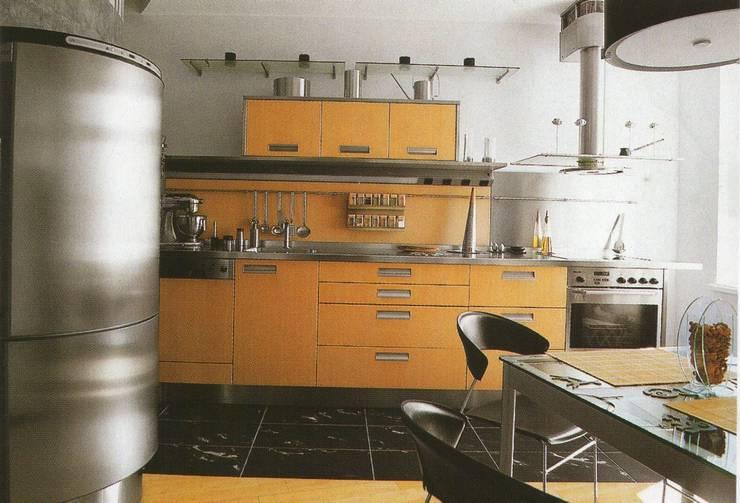 Квартира 2002 в Петербурге: Кухни в . Автор – Format A5 Fontanka, Модерн