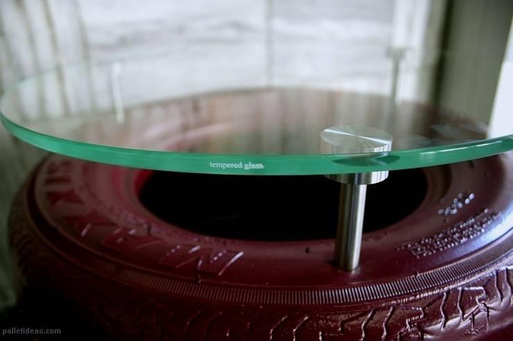Stolik z opony fuksja: styl , w kategorii Salon zaprojektowany przez Palletideas