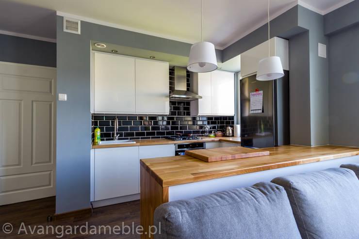 Kuchnia skandynawska z naturalnym blatem.: styl , w kategorii Kuchnia zaprojektowany przez Sebastian Germak - Avangarda Meble