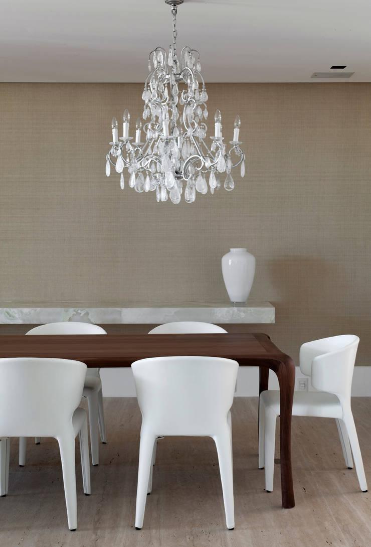 Jantar: Salas de jantar  por Liane Mazeron Rump Arquitetura