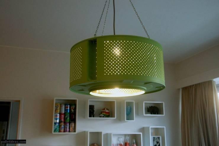 Lampa zielona: styl , w kategorii Salon zaprojektowany przez Palletideas