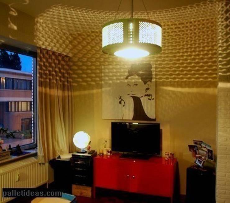 Lampa zielen: styl , w kategorii Salon zaprojektowany przez Palletideas