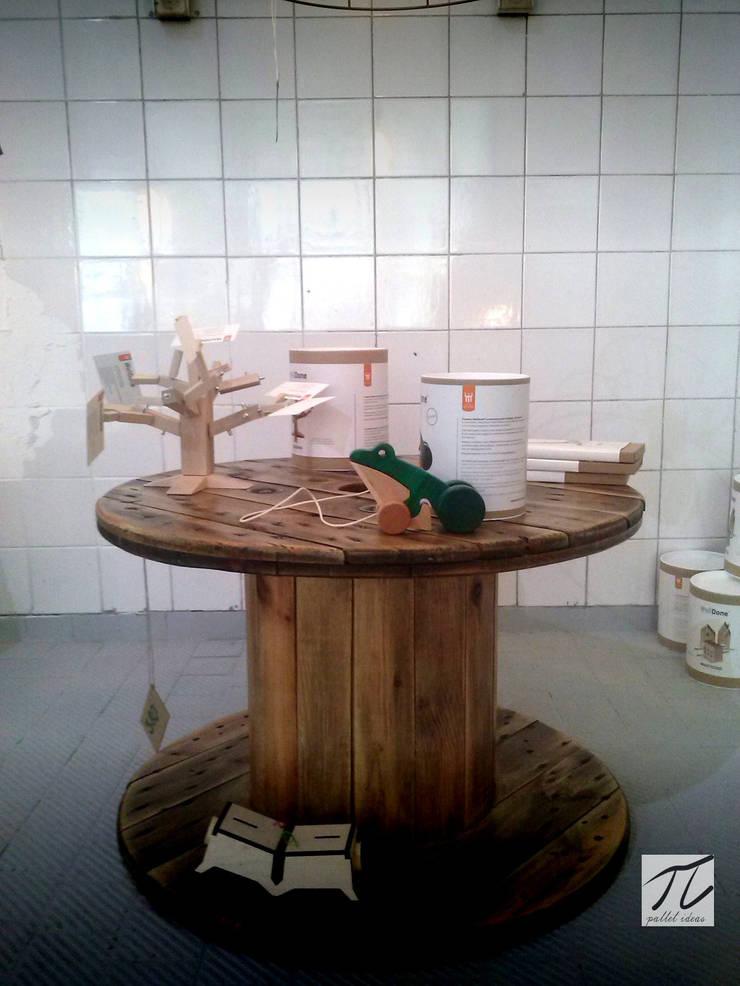 Stolik ze szpuli: styl , w kategorii Salon zaprojektowany przez Palletideas