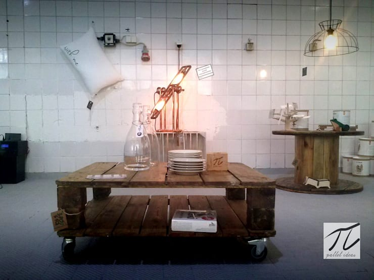 Stolik z palety rustic: styl , w kategorii Salon zaprojektowany przez Palletideas