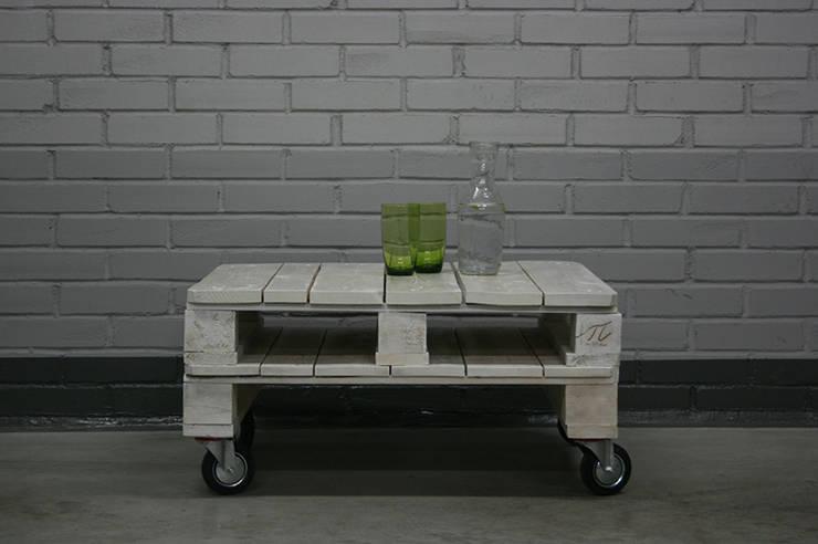 Stolik pobielany: styl , w kategorii Salon zaprojektowany przez Palletideas