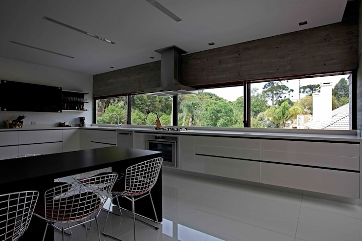 Kitchen by Marcos Bertoldi, Modern