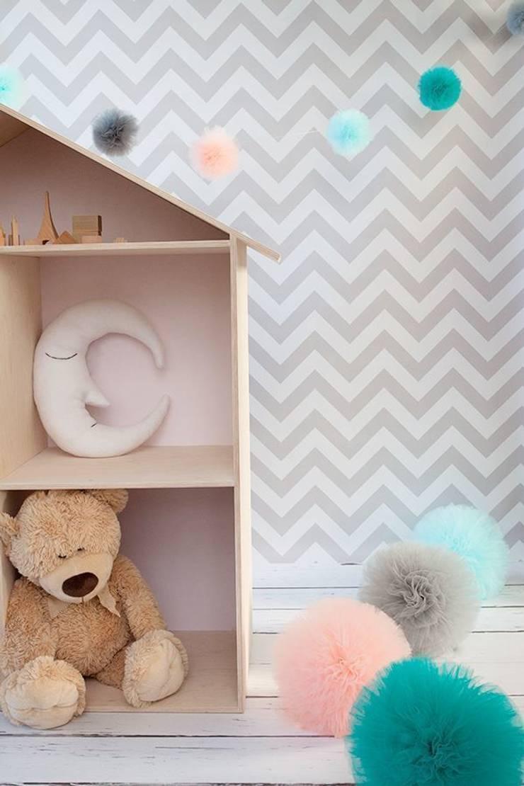 Półki w kształcie domków, regały, domki dla lalek: styl , w kategorii Pokój dziecięcy zaprojektowany przez My Label