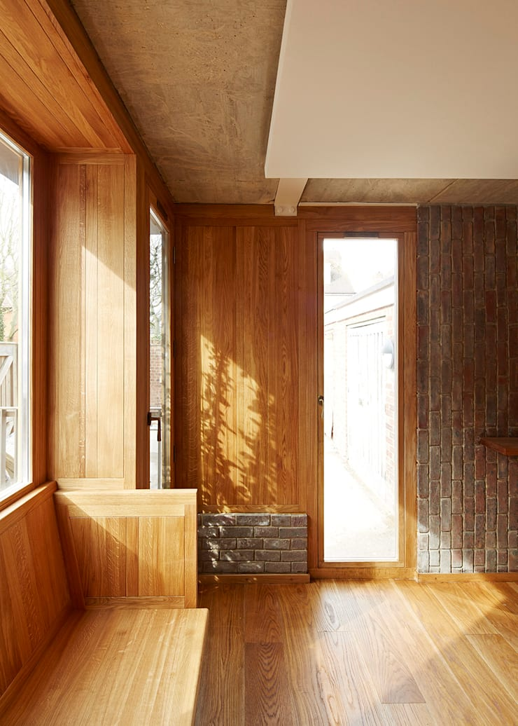 Haringey Brick House:  Living room by Satish Jassal Architects
