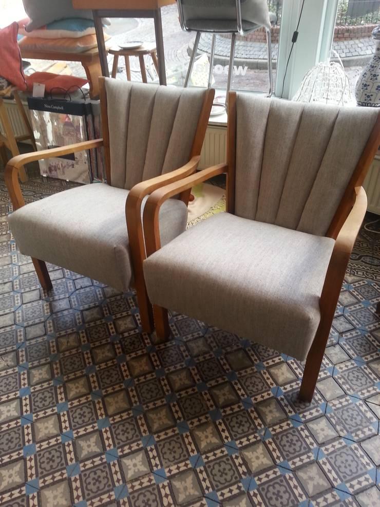 studio zipp: meubelstoffering in zowel klassieke, als moderne vorm:   door studio zipp, Scandinavisch