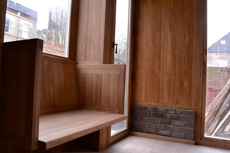 Bay window seat and oak panels:  Living room by Satish Jassal Architects