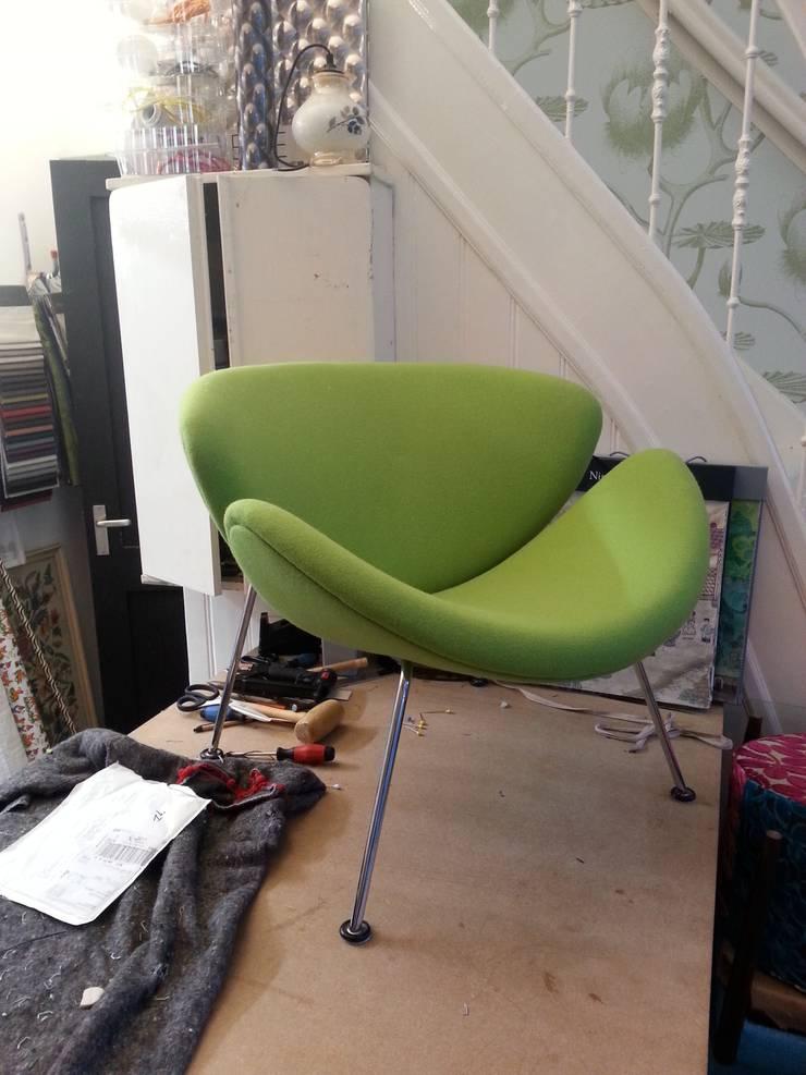 studio zipp: meubelstoffering in zowel klassieke, als moderne vorm: modern  door studio zipp, Modern