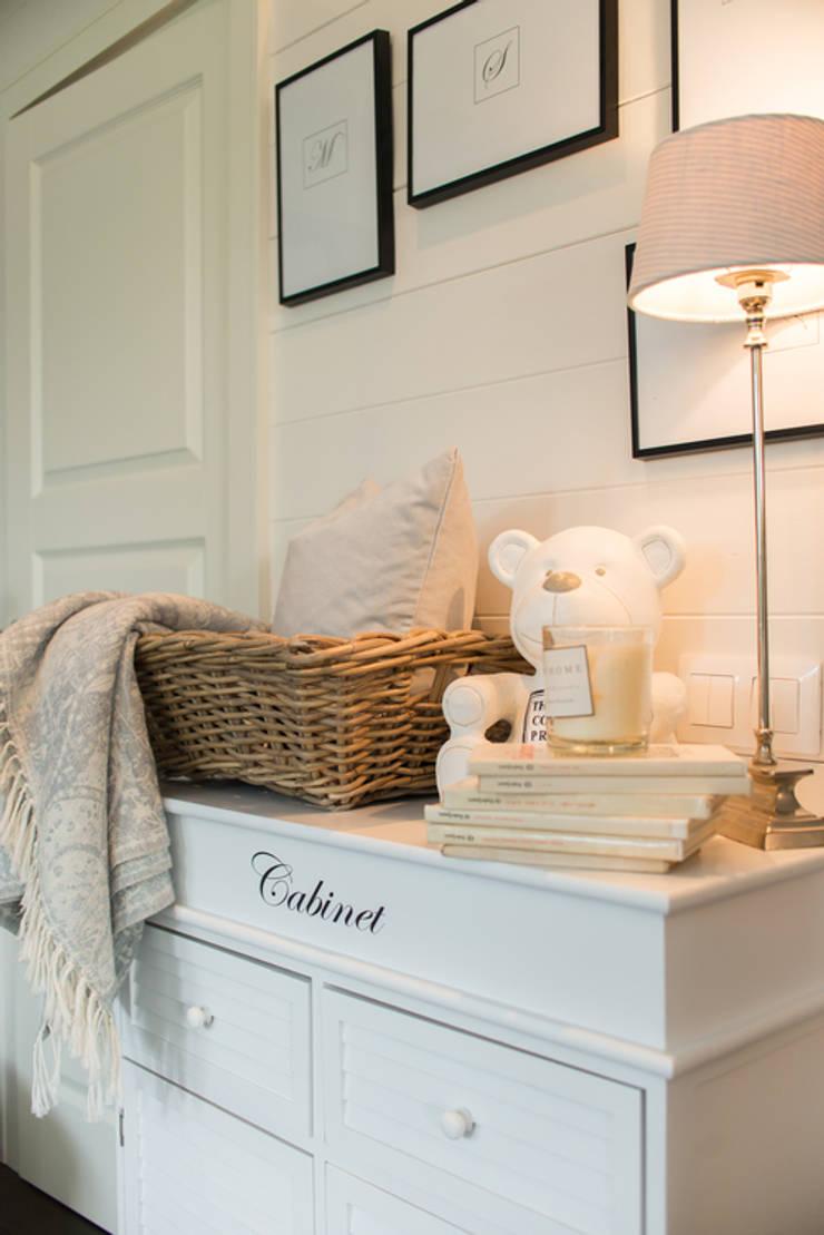 Mieszkanie w stylu New England: styl , w kategorii Domowe biuro i gabinet zaprojektowany przez Studio Inaczej