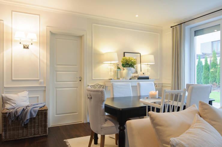 Mieszkanie w stylu New England: styl , w kategorii Jadalnia zaprojektowany przez Studio Inaczej