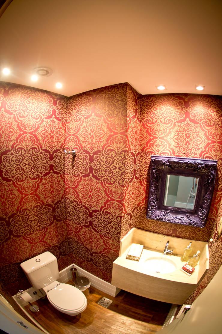 Apartamento Petrópolis – Porto Alegre: Banheiro  por Joana & Manoela Arquitetura