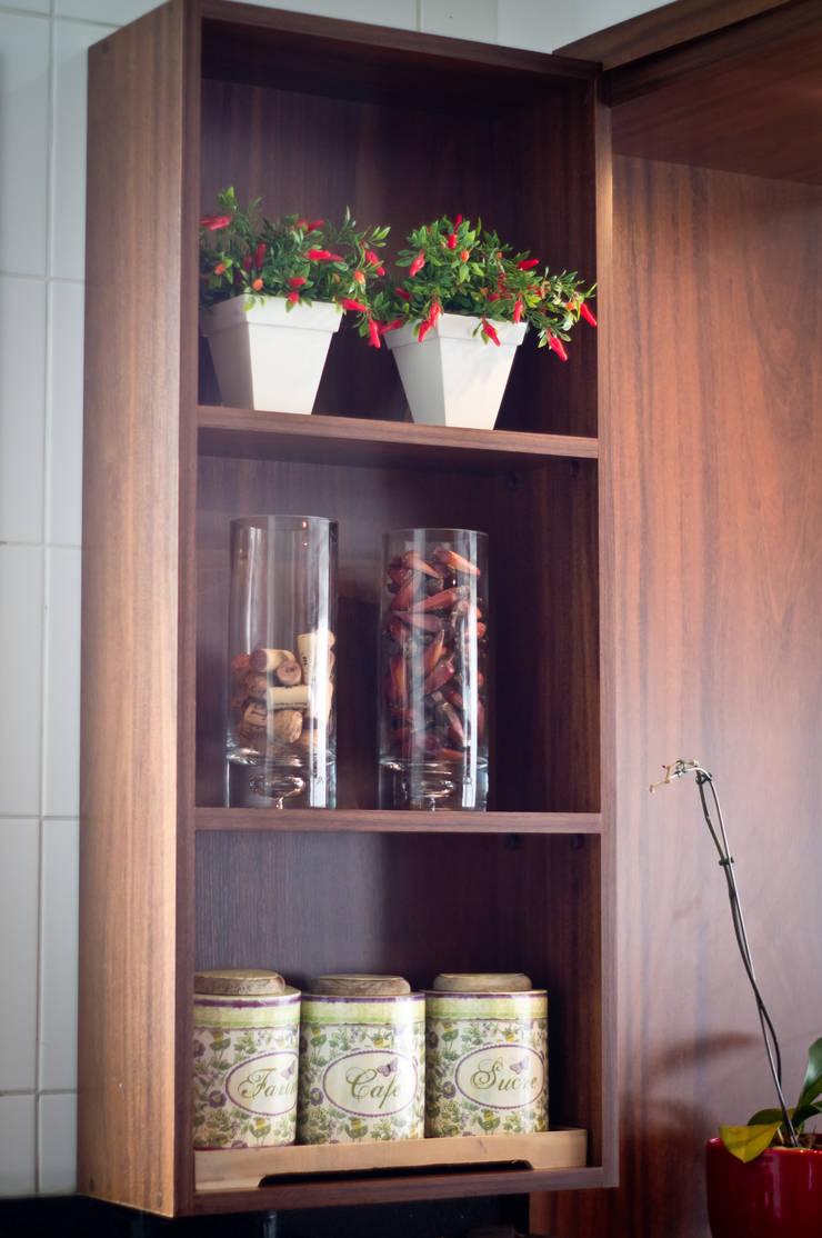 Apartamento Petrópolis – Porto Alegre: Cozinha  por Joana & Manoela Arquitetura