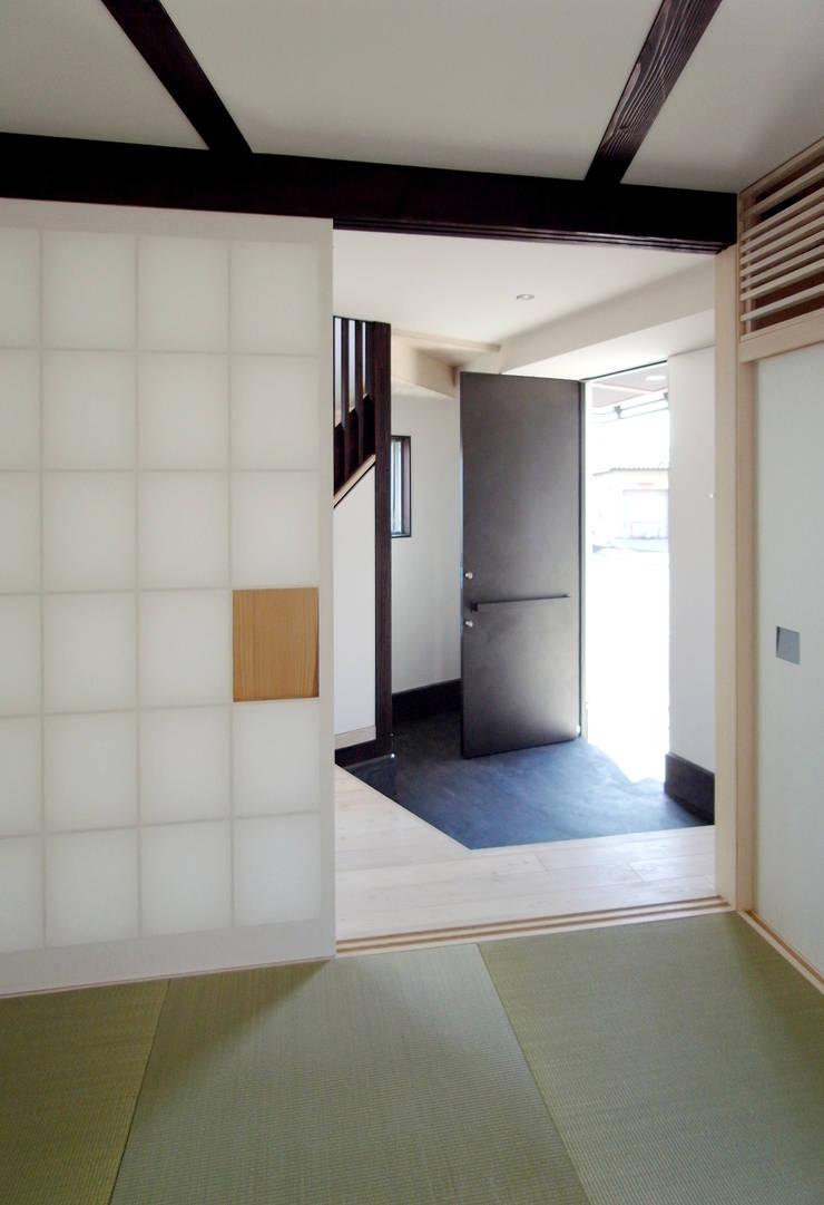 Windows  by 充総合計画 一級建築士事務所