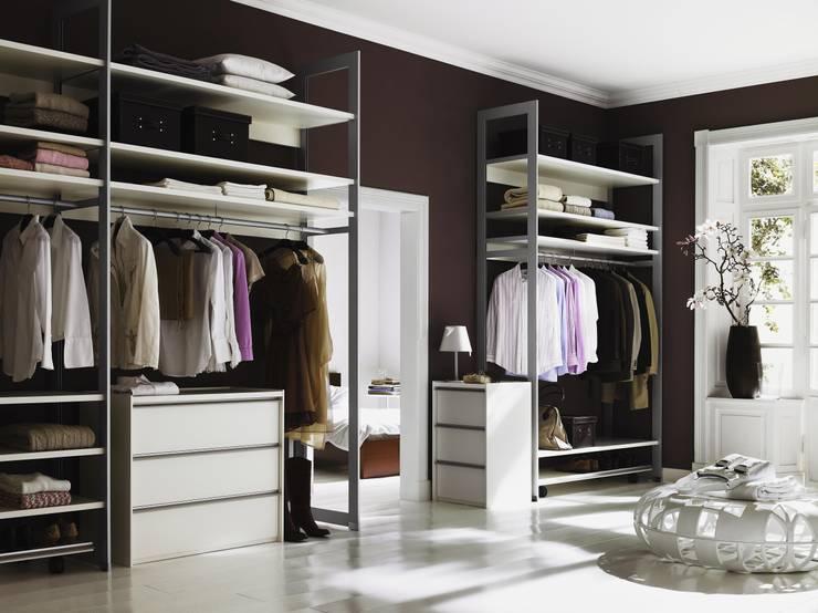 Elegante y funcional: Vestidores de estilo  de CARE MOBILIARIO MADRID,S.L.
