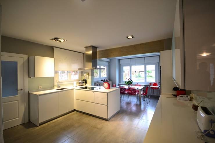 Cocinas de estilo moderno por Canexel