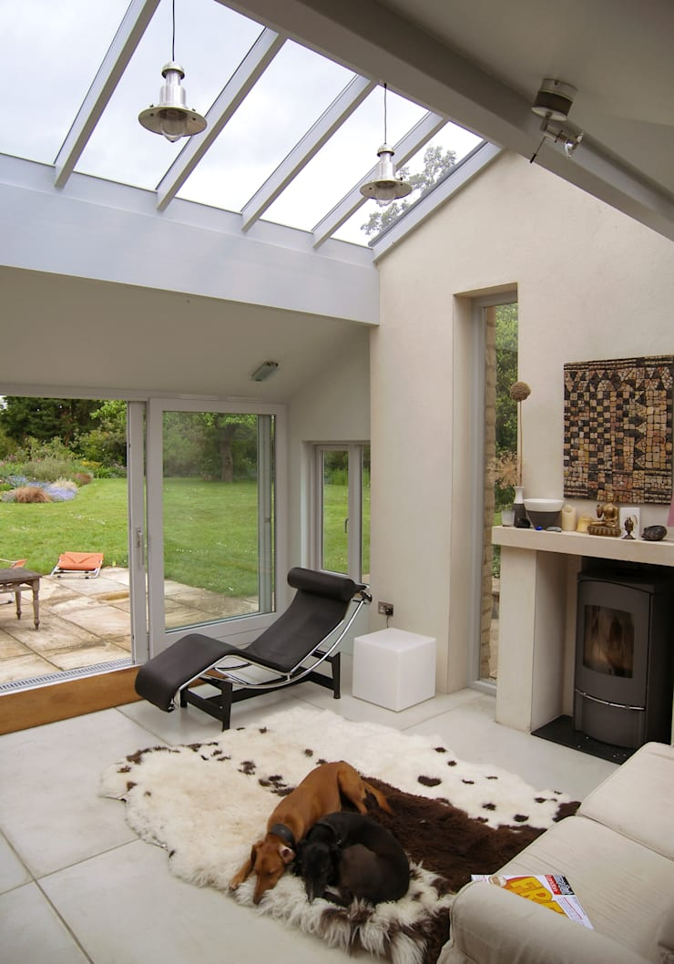 Rural extension, Dorset, UK:  Living room by Southpoint