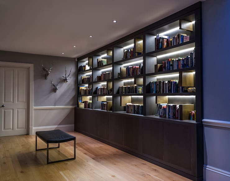 Fitted Library Bookcase: modern Study/office by Rupert Bevan Ltd