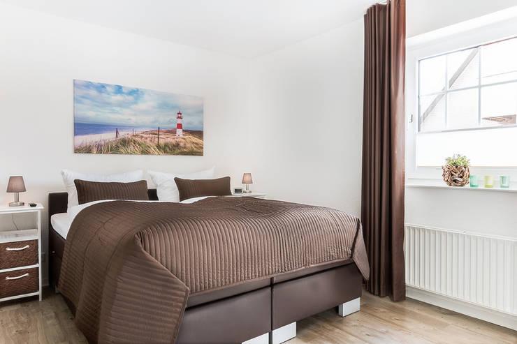 Schlafzimmer Ferienwohnung:  Hotels von Marschland Media & Arts