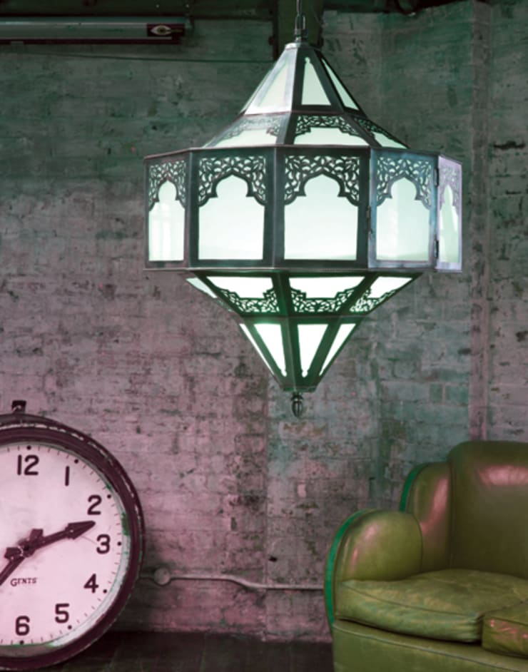 Contemporary Pendant Light in Silver with Frosted Glass de Moroccan Bazaar Mediterráneo