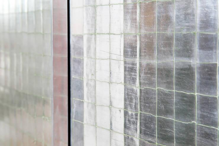 Gilded Cracked Gesso:  Dressing room by Rupert Bevan Ltd