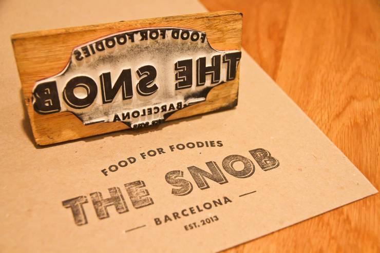 RESTAURANTE THE SNOB BARCELONA. CECILIA POZZI INTERIORISMO: Locales gastronómicos de estilo  de CECILIA POZZI INTERIORISMO