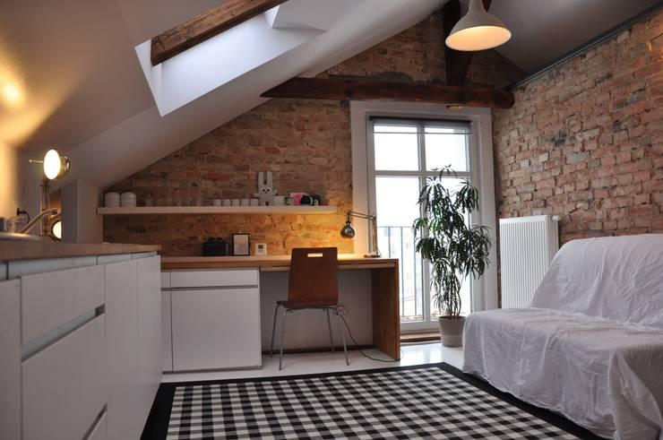 microloft Poznań: styl , w kategorii Salon zaprojektowany przez ENDE marcin lewandowicz