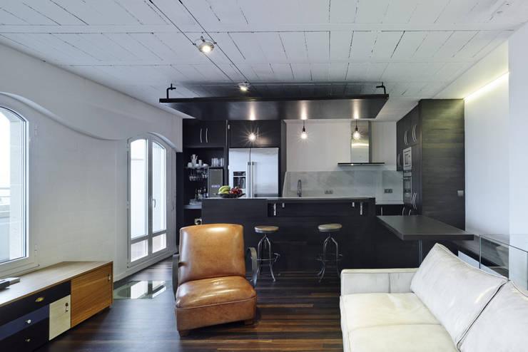 Reforma de apartamento en dos plantas, A Estrada, Pontevedra: Salones de estilo minimalista de Ameneiros Rey | HH arquitectos