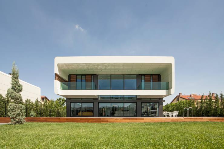 Bahadır Kul Architects – BK House: modern tarz Evler