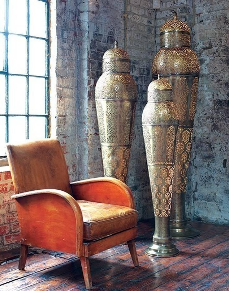 Moroccan Mansour Floor Lamp In Antique Brass:  Corridor, hallway & stairs by Moroccan Bazaar