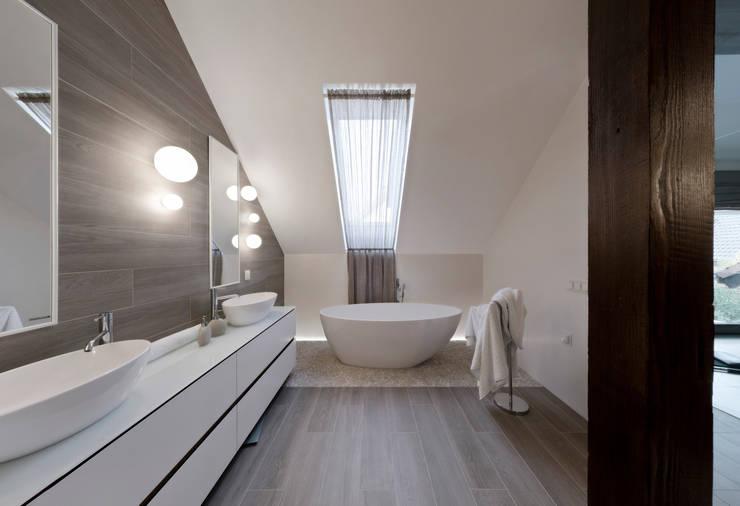 łazienka: styl , w kategorii Łazienka zaprojektowany przez Pracownia Świętego Józefa