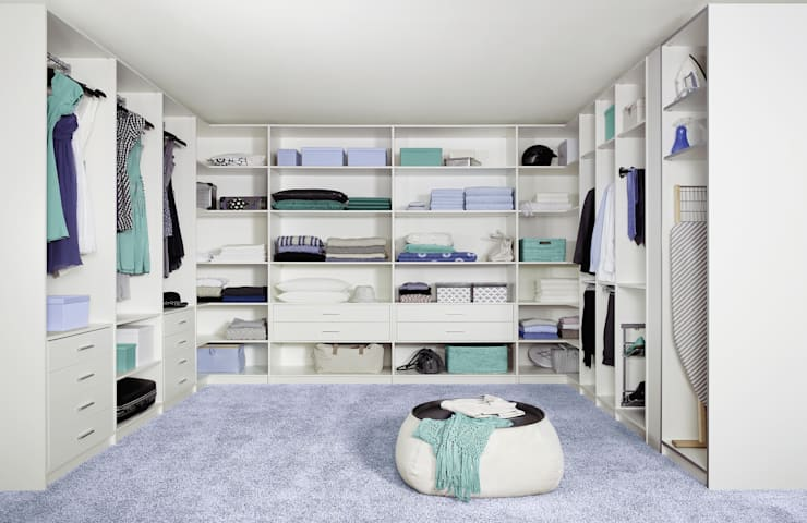 Walk in closet de estilo  por CARE MOBILIARIO MADRID,S.L.